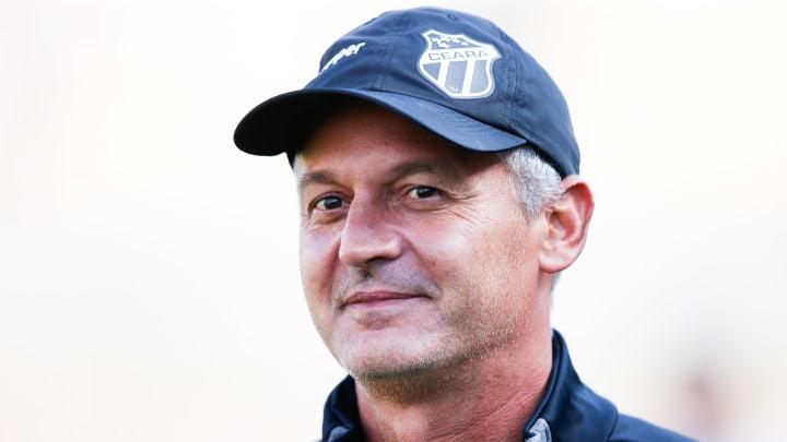 Treinador estava sem clube desde a saída do América-MG