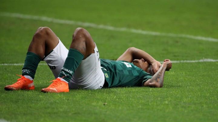 Gabriel Veron e Gabriel Menino não têm prazo para voltar ao Palmeiras.