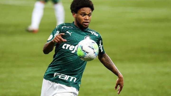 """Matheus Jussa explica """"honra tua cor, rapaz"""" dito ao atacante Luiz Adriano: """"Natural""""."""