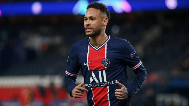 Com negociações avançadas por renovação com o PSG, Neymar aceitaria reduzir salário para retornar ao Barcelona, revela jornal espanhol.