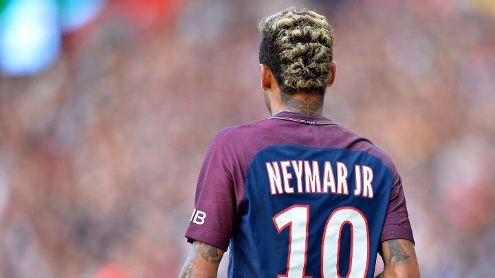 Paradebeispiel für einen Spieler, der außersportlich mehr Schlagzeilen macht als auf dem Platz: Neymar