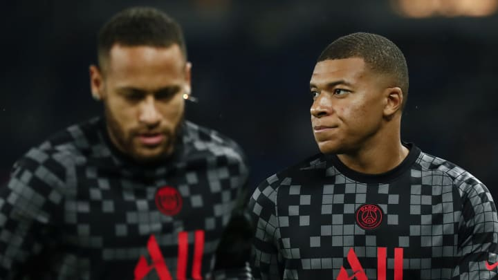 Kylian Mbappe caught on camera complaining about Neymar in PSG win