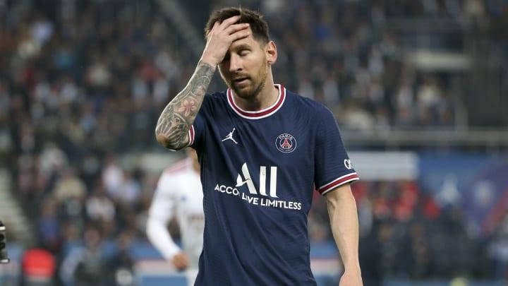 Griff sich während des Lyon-Spiels öfter ans Knie: Lionel Messi