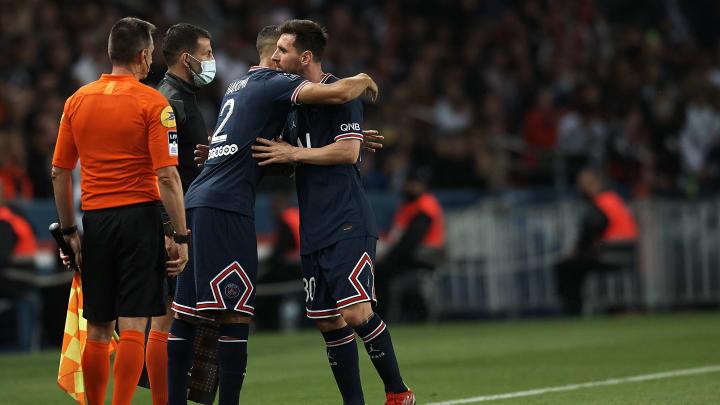 Beim Stand von 1:1 wurde PSG-Star Lionel Messi eine Viertelstunde vor Schluss der Partie gegen Lyon gegen Achraf Hakimi ausgewechselt