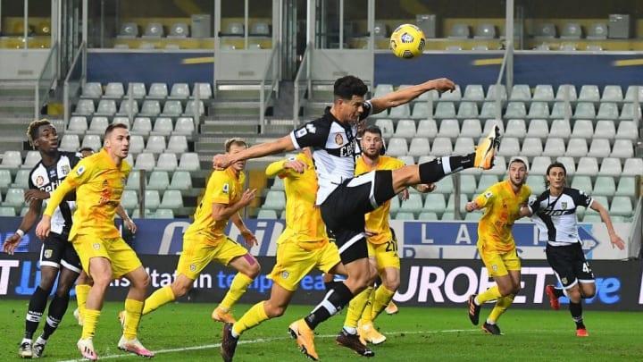 Parma y Cagliari pelean por salir de los puestos de descenso