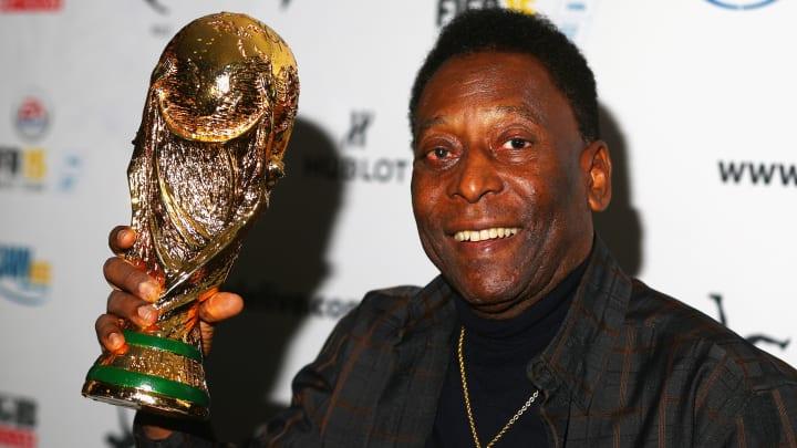 Neymar? Ronaldinho? Zico? Qual foi o melhor jogador brasileiro pós-Pelé?