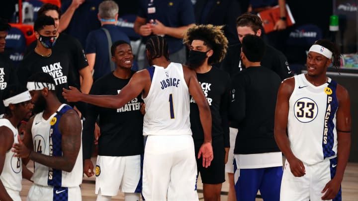 TJ Warren celebrates with his teammates.