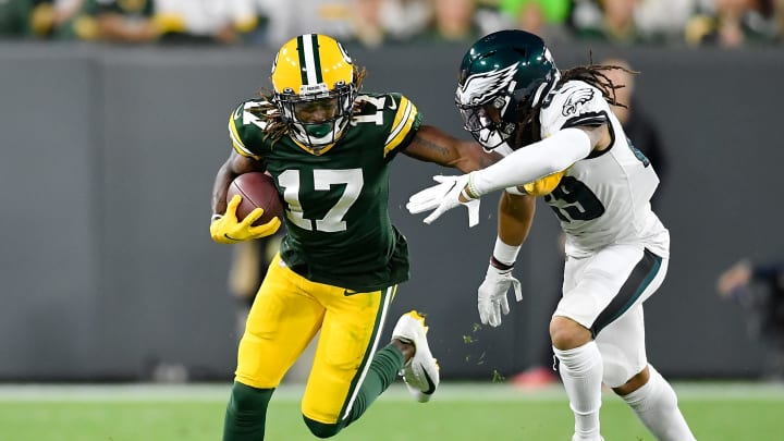 GREEN BAY, WISCONSIN - SEPTEMBER 26: Davante Adams #17 of the Green Bay Packers takes on Avonte Maddox #29 of the Philadelphia Eagles in the first quarter at Lambeau Field on September 26, 2019 in Green Bay, Wisconsin. (Photo by Quinn Harris/Getty Images)