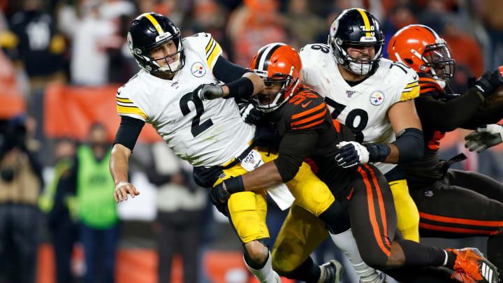 Mason Rudolph hit by Myles Garrett, Pittsburgh Steelers v Cleveland Browns