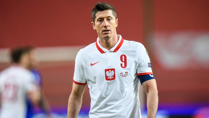 Lewandowski sofreu uma lesão no joelho durante as Eliminatórias Europeias para a Copa do Mundo de 2022; Bayern liga alerta