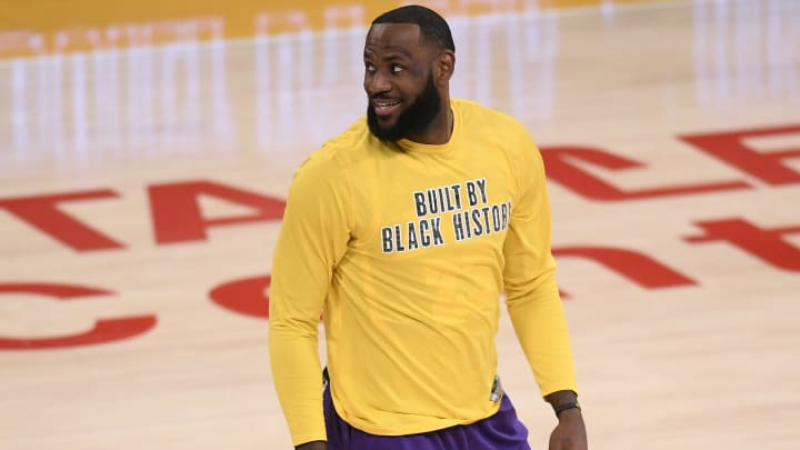 Warriors vs Lakers prediction, odds, over, under, spread, prop bets for NBA betting lines for tonight, Sunday, February 28.