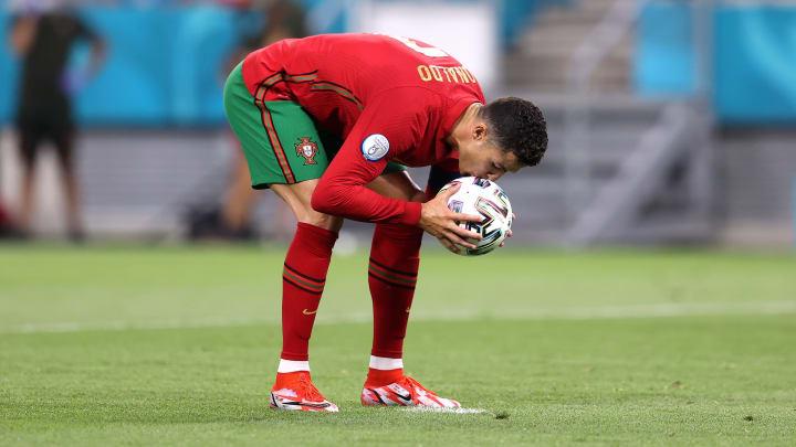 Cristiano Ronaldo soma 109 gols com a camisa de Portugal. 14 foram de pênalti. Veja os detalhes.