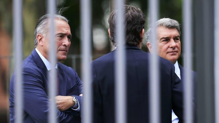 Krisensitzung nach neuerlichem Bayern-Debakel: Joan Laporta (re.), Mateu Alemany (Mi.) und Rafael Yuste trafen sich gestern nach dem Spiel
