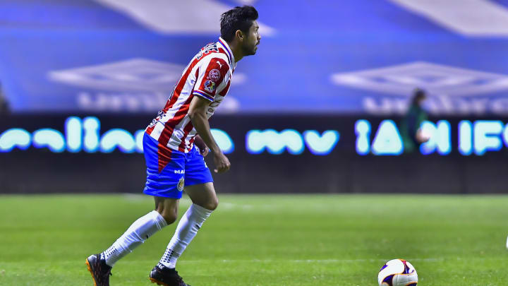 Oribe Peralta es uno de los jugadores que podría salir de Chivas