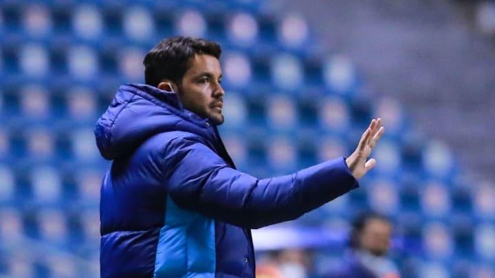 El entrenador Nicolás Larcamón.