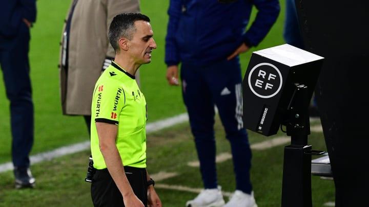 El VAR no ha zanjado las polémicas en el fútbol