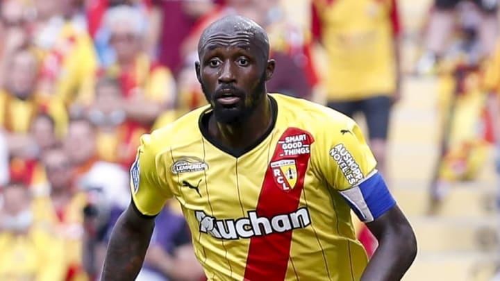 Seko Fofana avec le RC Lens contre l'AS Saint Etienne cette saison en Ligue 1 Uber Eats
