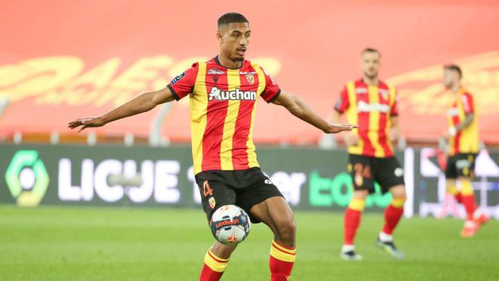 Loic Bade démontre de belles choses en Ligue 1 avec Lens.