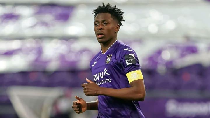 Sambi Lokonga is on his way to the Emirates Stadium
