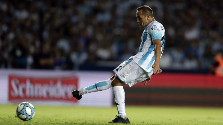 Momento exacto en que Díaz marcaba el 1-0 con dos menos ante Independiente sobre el final.
