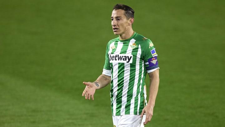 Andrés Guardado podría ver acción frente al Valencia.