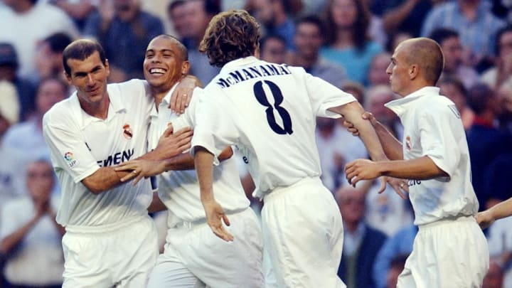 Real Madrid Brazilian Ronaldo (2nd L) is
