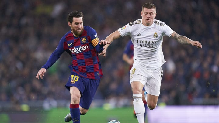 Lionel Messi and Toni Kroos fight for the ball