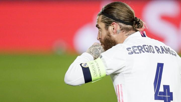 Líder do elenco madrilenho, Sergio Ramos confirmou sua lesão pelo Instagram.