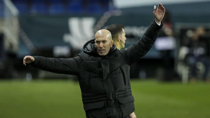 Zinedine Zidane wird vorerst an der Seitenlinie fehlen