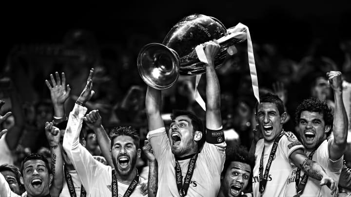 Le Real Madrid soulève la coupe aux grandes oreilles en 2014.