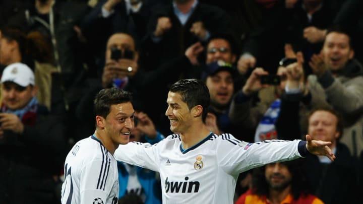 Özil y Cristiano Ronaldo