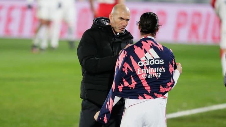 Zidane im Gespräch mit Isco (beim Liga-Spiel gegen den FC Granada)