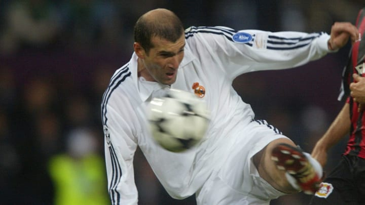 Real Madrid's Zinedine Zidane shoots to