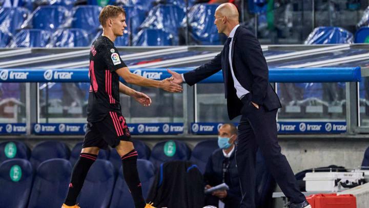 Martin Ödegaard (l.) und Zinedine Zidane.