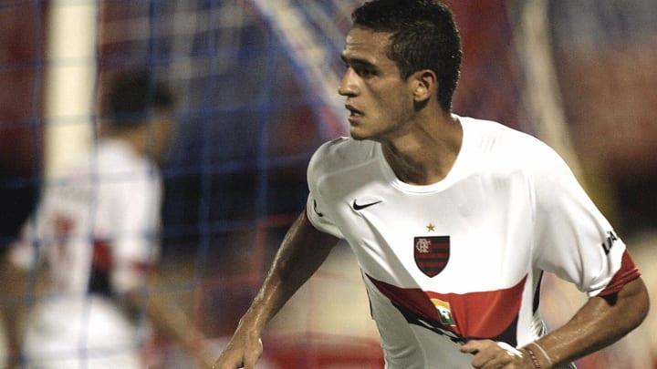 Renato Augusto, Lucas Paquetá e muito mais: veja 7 jogadores que a Nação Rubro-Negra aceitaria facilmente de volta.