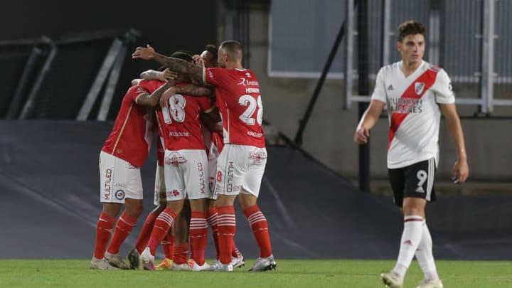 Triunfo de Argentinos en el último partido