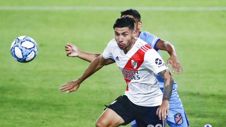 River Plate v Arsenal - Copa Diego Maradona 2020 - Gonzalo Montiel domina la pelota.