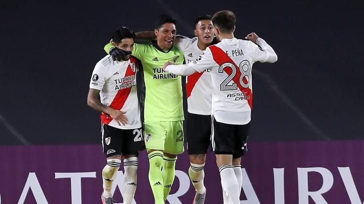 Ohne Auswechselspieler und Mittelfeldmann Enzo Pérez im Tor feiert River den Sieg über Santa Fe