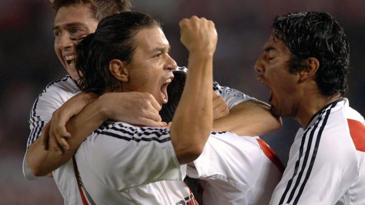 River Plate's Leonardo Talamonti (L), Ma