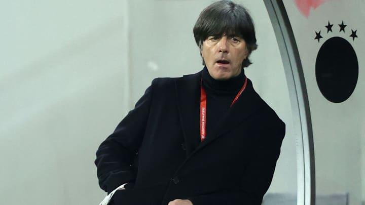 Joachim Löw beim WM-Qualifikationsspiel in Rumänien