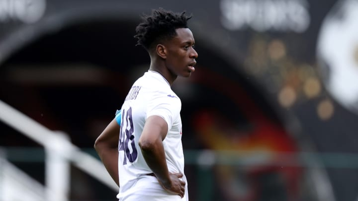 Albert Sambi Lokonga soll vor einem Wechsel zu Arsenal stehen. Grätschen die Bayern nochmal dazwischen?