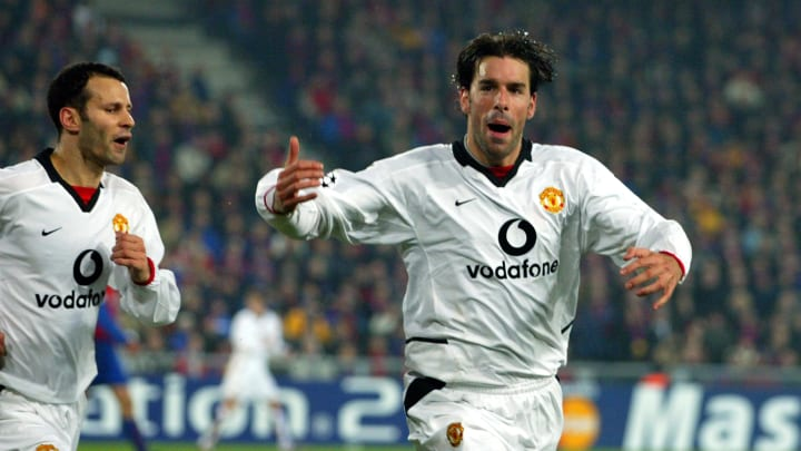 Ruud Van Nistelrooy and Ryan Giggs of Manchester United celebrate the equalising goal