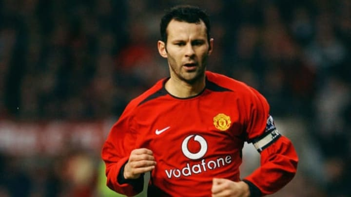 Ryan Giggs of Manchester United running to the ball