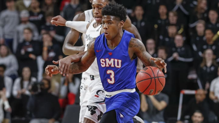 Cincinnati vs SMU spread, line, odds, predictions, over/under & betting insights for college basketball game.