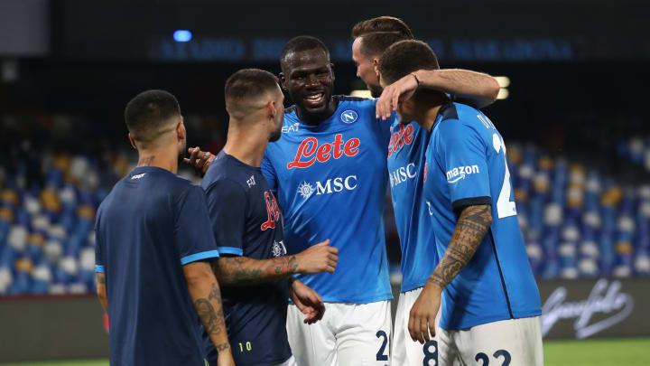L'abbraccio del Napoli dopo la gara con la Juve