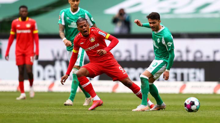Leon Bailey (m.) wird Leverkusen im Saisonendspurt fehlen.
