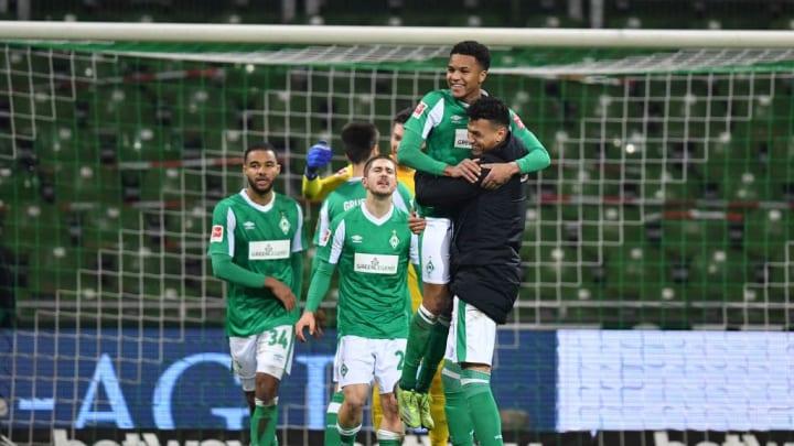 Hatte nach dem Sieg gegen Augsburg reichlich Grund zur Freude: Felix Agu (m.)
