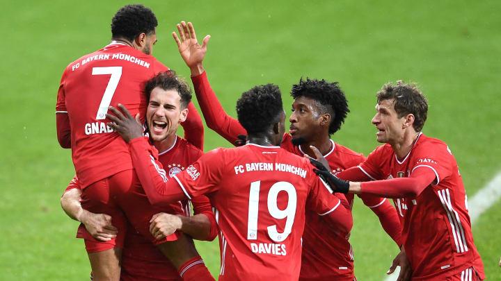 Goretzka, Davies, Coman und Müller feiern Torschütze Gnabry.