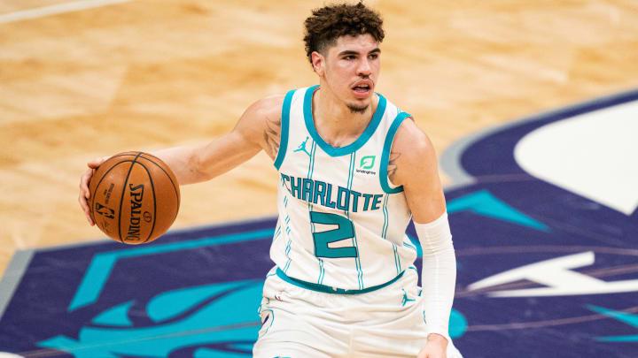 ¿Cómo es el contrato de LaMelo Ball con los Charlotte Hornets?