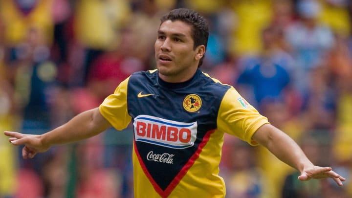 Salvador Cabanas celebra un gol con el América.